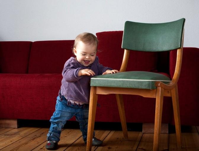 Bitte aufstehen! Wie man dem Sitzenden Lebensstil von Kindern und ihren Familien frühzeitig entgegenwirken kann.
